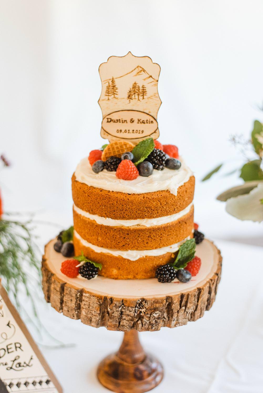 Cooper Spur Wedding Cake